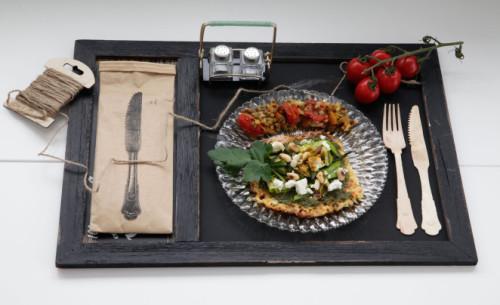 Bild für Blumenkohl-Pizza mit Pesto, Zucchiniraspel und gerösteten Mandeln