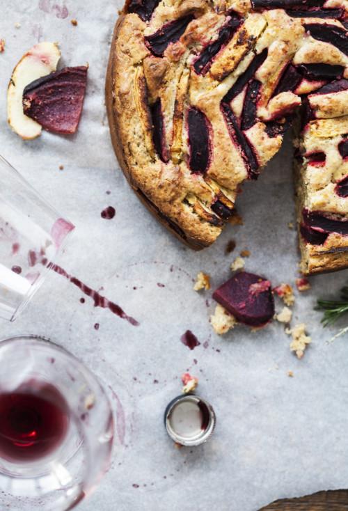 Bild für Kuchen mal pikant – mit Roten Rüben, Äpfeln, Parmesan und Rosmarin