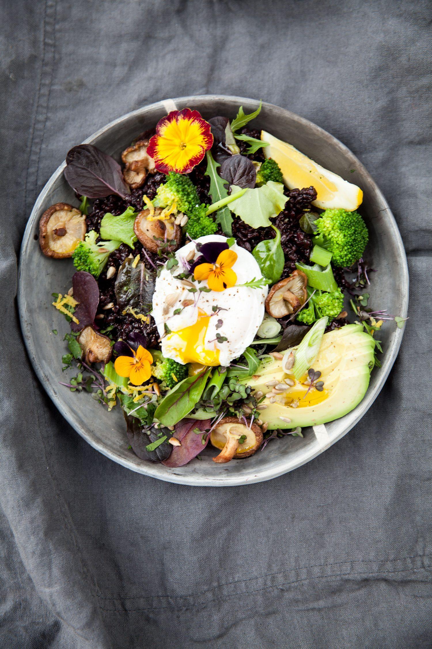 Australien inspirierter Schwarzer Reis-Salat